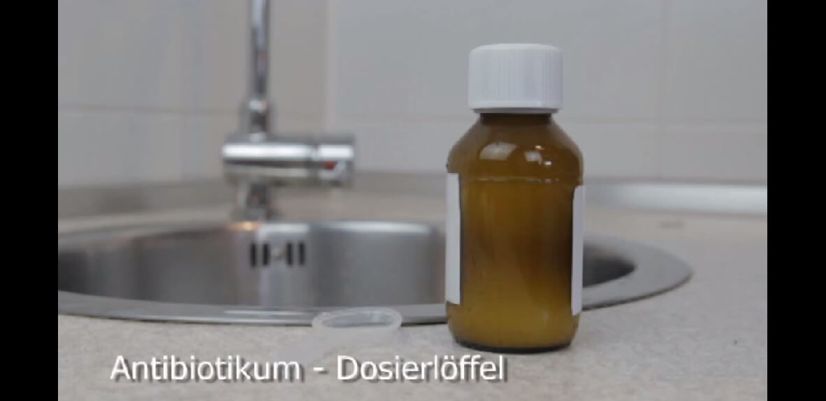Antibiotikumsaft mit Löffel